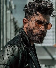 Men With Beards 🐻🐻🐻 - Another! Beard Styles For Men, Hair And Beard Styles, Curly Hair Styles, Short Hair With Beard, Short Hair Cuts, Moustaches, Hair Photo, Hair Art, Hair Today