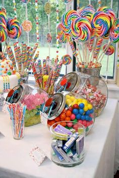 Party Ideas and Activities for Teen Girls Teen birthday party themes: Willa Wonka, Rock Star, and International Travel ideas for girls.Teen birthday party themes: Willa Wonka, Rock Star, and International Travel ideas for girls. Candy Theme Birthday Party, Birthday Party Table Decorations, Birthday Party Tables, Birthday Party For Teens, Carnival Birthday Parties, Candy Decorations, Circus Birthday, Party Candy, Candy Centerpieces