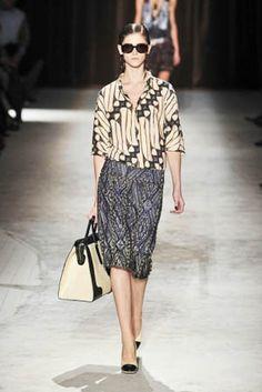 ~ Living a Beautiful Life ~ batik on the runway, Dries van Noten 2010 RTW Batik Kebaya, Batik Dress, Fashion Week Paris, Batik Pattern, Batik Fashion, Gorgeous Fabrics, Madame, Traditional Outfits, Fashion Looks