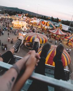 Let's go to the fair together at night, ride the Ferris wheel and watch the lights