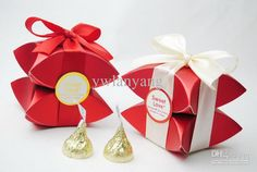 pearl-pillow-favor-box-with-ribbon-packing.jpg (750×504)