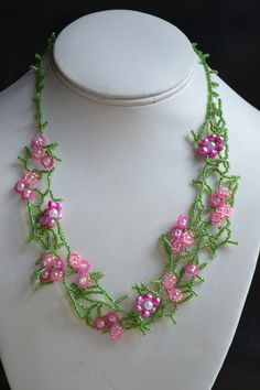 Sweet Spring Flowers daisy chain freeform seed bead necklace.