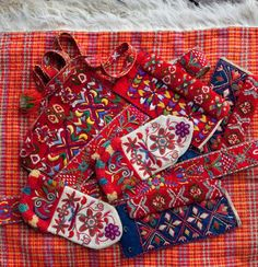 Embroidery Folk Travel With Me : Dancing Little Lovely Feet - Photographer Laila Duran How lovely they are… and I loved their costumes… Per Krohg Oslo City Hall Scandinavian Embroidery, Swedish Embroidery, Scandinavian Folk Art, Folk Embroidery, Embroidery Designs, Folklore, Textiles, Swedish Wedding, Folk Fashion