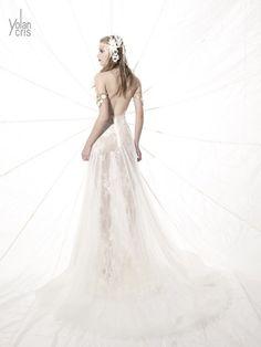 Vestido de noiva tribal #boho   #noivareal#vestidodenoiva#noivaantenada#noiva#noivafashion#weddingday#wedding#instawedding#inspiration#bridaldress#vestidodecasamento#casamento#renda#instalove#instabride#ideiasparacasamento#casorio#amazing#luxo#bridetobe#novia#weddinginspiration#weddingdress#vintageweddingl#instawed#weddingpic#vestidoderenda