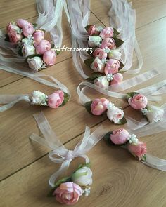Mother's Day Ideas Bracelet Corsage, Wrist Corsage, Diy Flowers, Fabric Flowers, Paper Flowers, Corsage Wedding, Wedding Bouquets, Wedding Crafts, Wedding Decorations