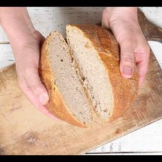 Homemade bread with rye flour is prepared with few ingredients and is an ideal recipe for making a good and genuine baked product with a delicious aroma. Try it as an aperitif or snack with salami and cheese.