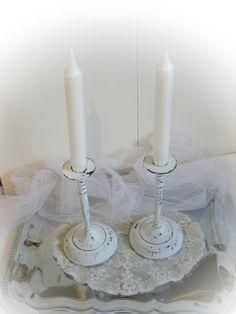 """**Ein vintage Kerzenleuchter-Paar aus Messing habe ich wunderbar shabby aufgearbeitet. Matte Kreidefarbe und geschliffene """"Gebrauchsspuren"""", durch die das Messing und die ursprünglich grüne Farbe..."""