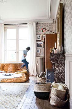 Canapé // Guillaume et Aline, Gaspard 6 ans, Aristide 5 ans et Augustin 11 mois   The Socialite Family