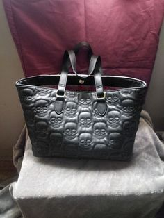 large betsy johnson skull handbag black and white, extra attached bag for cell phone or sunglasses minor wear, please see images Studded Backpack, Black Handbags, Hermes Birkin, Jewelry Accessories, Skull, Purses, Black And White, Sunglasses, Phone