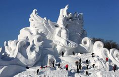 ice sculpture centerpieces | Snow sculptures warm up Harbin's Ice and Snow Festival - China.org.cn