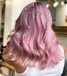 Are you looking for the best festival hair video tutorial? Get ready for crazy hairstyles, unique hair accessories Hair Tinsel, Glitter Hair, Glitter Roots, Glitter Glue, Pattern Cute, Synthetic Lace Wigs, Festival Hair, Gorgeous Hair, Beautiful