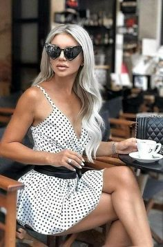 Fashion Couple, Girl Fashion, Fashion Design, Style Fashion, Poses, Pernas Sexy, Coffee World, Mysterious Girl, Polka Dot Bikini