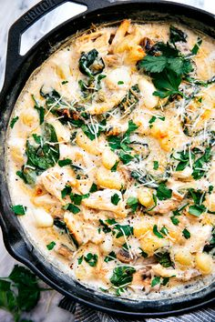 A delicious restaurant quality chicken and spinach gnocchi made all in ONE skillet! Easy ingredients and less than 15 minutes prep time