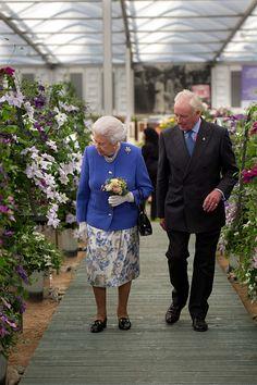 Queen Elizabeth II Photos Photos: Members of the Royal Family Visit the RHS Chelsea Flower Show Elizabeth Philip, Queen Elizabeth Ii, Hm The Queen, Save The Queen, Chelsea Flower Show, Kate Middleton, Queen Victoria Prince Albert, Royal Uk, Elisabeth