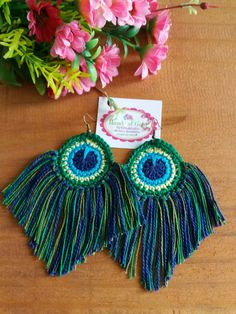 Best 10 Mobile liveinternet photo and video master class on making bookmarks peacock feather marser diary marser – SkillOfKing. Peacock Crochet, Crochet Feather, Iphone Wallpaper Bible, Watercolor Wallpaper Iphone, Tatting Jewelry, Boho Jewelry, Diy Earrings, Earrings Handmade, Crochet Stitches