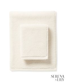 Browse the Serena & Lily bathroom collection today for luxurious bathroom towels, shower curtains, and breezy nautical bathroom decor. Coastal Bathroom Decor, Nautical Bathrooms, Gray Bathroom Walls, Bathroom Rugs, Hallway Light Fixtures, Spa Towels, Luxury Towels, Bathroom Collections, Luxury Bath