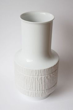 The elegant Arcta white porcelain vase made by Thomas/Rosenthal porcelain, Bavaria, West Germany. Used between 1959 and 1977.  http://www.porcelainmarksandmore.com/