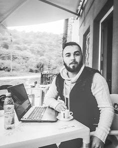 Sunt un #scriitor. Si am trei carti de oferit:    # http://talosdarius.ro/sunt-un-scriitor-reducere-de-primavara/