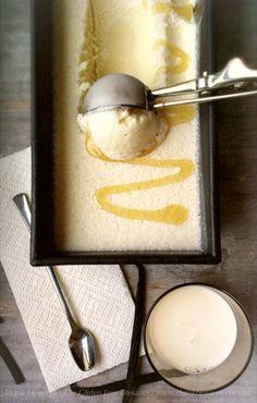 Honig Eiskrem. 2 Vanillestangen,1 Tasse Milch, 2 Tassen Sahne, 1/2 Tasse Honig. + 1 TL Xantan Gummi, falls man keinen IceCreamMaker hat, aber das geht aus Erfahrung auch ohne.