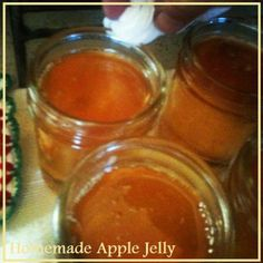 Cook easy homemade guava jam in six simple steps. Now, you no longer have to rush in supermarkets because the sweet and preservatives-free fruit jam is easy to make. Homemade Apple Juice, Homemade Jelly, Jelly Recipes, Jam Recipes, Canning Recipes, Canning 101, Fruit Recipes, Apple Recipes, Dessert Recipes