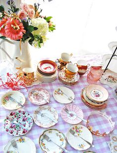 mis-matched china, like you like it  lula_aldunate03.jpg