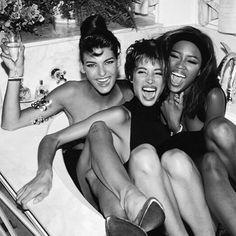 Naomi Campbell with Linda Evangelista and Christy Turlington Linda Evangelista, Looks Hip Hop, Original Supermodels, Peter Lindbergh, Friday Feeling, Christy Turlington, Naomi Campbell, Twiggy, Girls Night
