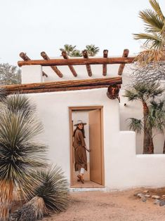 Posada by The Joshua Tree House is a 5 suite Inn on 38 acres and available to rent on Airbnb. It borders Saguaro National Park West in Tucson, Arizona. Casa Magnolia, Adobe Haus, Arizona City, Tucson Arizona, La Croix Valmer, Desert Homes, Spanish Style, Home Interior, Interior Garden