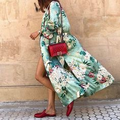 Japanese kimono with Moroccan slippers, how chic!
