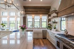 49 Stunning Modern Rustic Kitchen Remodel For Your Inspiration. A kitchen remodel is by far among the smartest and most well-known updates you'll be able to make to your house. Kitchen remodel could possibly be an . Modern Farmhouse Kitchens, Farmhouse Kitchen Decor, Home Decor Kitchen, Kitchen Ideas, Rustic Farmhouse, Country Kitchen, Kitchen Modern, Kitchen Wood, Design Kitchen
