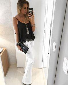 E pra finalizar a noite...Look maraaa da @lojamocabonitta Pensa em uma calça branca que não marca nada!! E a blusinha é daquelas que tem que ter!!!✔️✔️ O colar também é de lá!!!❤️ #danicardoso®