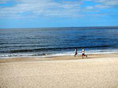 Die Rambla in Montevideo ist ein wahres Paradies für Läufer, denn  sie führt auf 22 km Länge zwischen Montevideo und dem Río de la Plata an zahlreichen Stränden vorbei. Dazu gehören u.a. die Playa Ramírez, Playa Pocitos, Playa Buceo, Playa Honda oder Playa Carrasco. Am Sonntag sitzen Tausende Uruguayer an der Rambla und trinken Mate.
