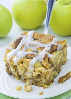 Caramel Apple Cinnamon Roll Lasagna is delicious combo of classic caramel apple pie and cinnamon rolls.Delicious dessert and easy breakfast casserole. Apple Desserts, Köstliche Desserts, Apple Recipes, Chocolate Desserts, Delicious Desserts, Dessert Recipes, Chocolate Cake, Desserts Caramel, Cinnamon Desserts