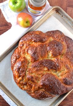 Apple Honey Challah. Heaven for bread lovers! Includes step-by-step photos.