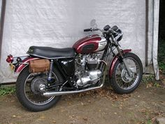Triumph bike with saddle pack