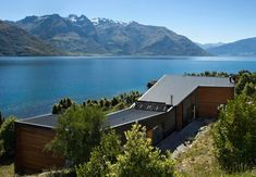 Architecture: Drift Bay House By Kerr Ritchie Modern Architecture Design Family Lake House Exterior House Design: Family Lake house Nestled in Its spectacular Mountainscape