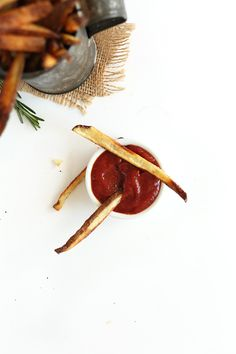 crispy baked garlic matchstick fries with homemade whiskey BBQ ketchup. Baker Recipes, Cooking Recipes, Garlic French Fries, Fried Vegetables, Veggies, Veggie Side Dishes, Potato Dishes, Commercial Cooking, Ketchup