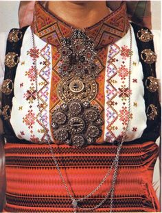 FolkCostume&Embroidery: East Telemark, Norway, embroidered shirts for Raudtrøye and Beltestakk Dope Fashion, 1940s Fashion, Ethnic Fashion, Folk Costume, Costumes, Scandinavian Embroidery, Historical Clothing, Traditional Dresses, Norway