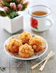 These delicious yummy Deep Fried Seafood Balls are great to serve as dim sum snacks, finger food for parties or anytime of the day. Shellfish Recipes, Seafood Recipes, Cooking Recipes, Prawn Recipes, Seafood Dishes, Fish And Seafood, Prawn Fish, Restaurant Dishes, Seafood Salad