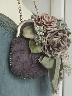 Bustino tinto a mano e borsarose e uva  vecchie rose di kikosattic