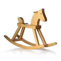 Le cheval à bascule du designer Kay Bojesen est un classique du design sacndinave depuis 1936.