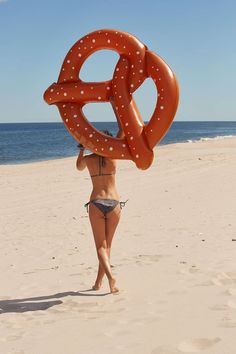 Pretzel Pool Float - Urban Outfitters