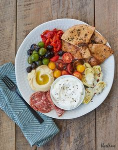 appetizers for a crowd 15 Minute Mezze Plate With Pita Bread Recipe Easy Dinner Recipes, Appetizer Recipes, Dinner Ideas, Lunch Ideas, Lunch Recipes, Breakfast Recipes, Easy Mediterranean Diet Recipes, Mediterranean Food, Easy Summer Dinners
