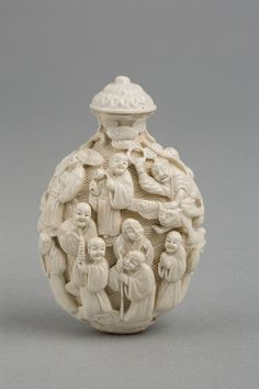 Carved ivory snuff bottle - china