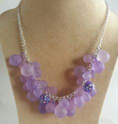 Collar de cadena y bolitas en color lila