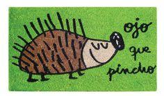 Felpudo Ojo que pincho. Un felpudo original y muy colorido perfecto para regalar. Con diseño de Anna Llenas, y lo tenemos en Decocuit, regalos y decoración en Burgos y también en www.decocuit.com.