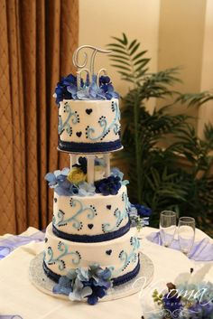 Love these pretty blue hues #weddingcakes #Vecoma at the Yellow River: Let Them Eat Cake! A Special Post for Our Favorite Cakes