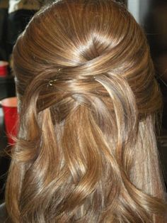 """Pretty style for a wedding For """"hair down"""" style"""