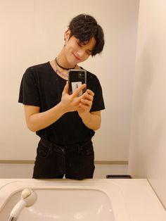 Hello, I'm Cocker Spaniel. Jung Woo Young, Kim Hongjoong, Kpop Boy, South Korean Boy Band, Boyfriend Material, Korean Singer, Boy Bands, All Black, Boy Groups
