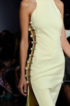 Cushnie et Ochs at New York Fashion Week Spring 2016 - Details Runway Photos You are in the right place about Runway Fashion makeup Here we offer you the most beautiful pictures about the Runway Fashi Fashion Details, Look Fashion, Fashion Clothes, High Fashion, Fashion Show, Fashion Outfits, Fashion Tips, Fashion Trends, Classy Fashion