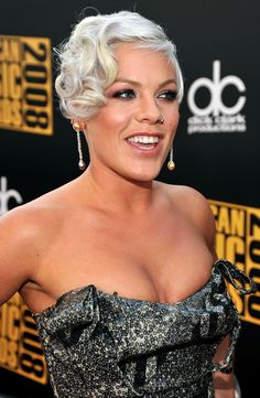 Pink arrives at the 2008 American Music Awards held at . Cute Hairstyles, Wedding Hairstyles, Playing With Hair, Gorgeous Blonde, American Music Awards, Dream Hair, Crazy Hair, Female Singers, Celebs